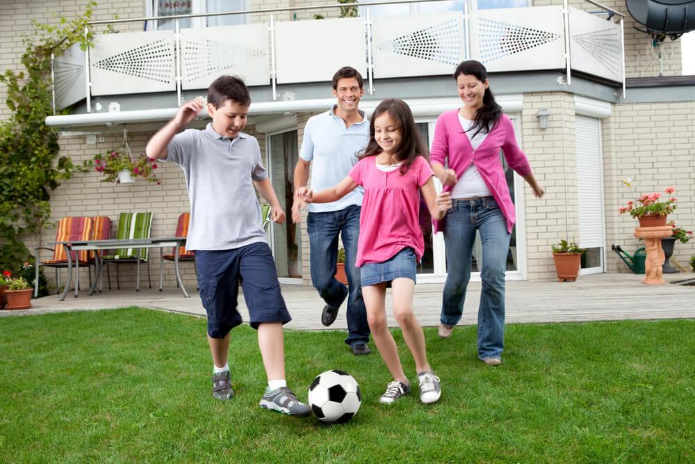 Atividades em família: 9 exercícios físicos para fazer juntos